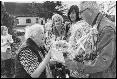 Der Bürgermeister Jürgen Masch gratuliert zum 100. Geburtstag