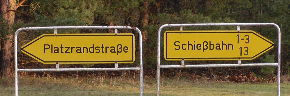 Hinweissschilder auf dem Truppenübungsplatz Klietz