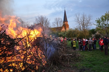 01 Osterfeuer