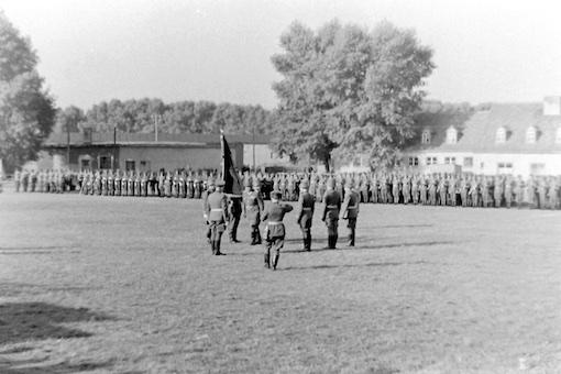 09 Übergabe der Regimentsfahne